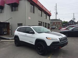 2016 Jeep Cherokee Trailhawk PANO SUNROOF/LEATHER/ SAFETY GROUP