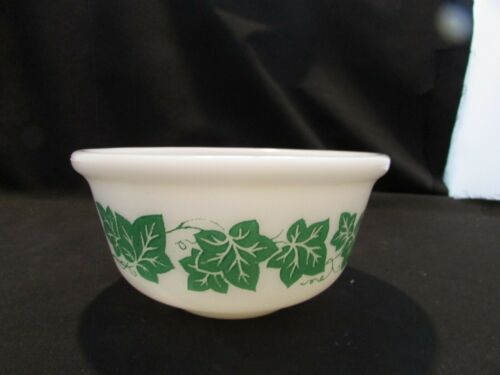 """Vintage Anchor Hockey Milk White 5.1/2"""" Bowl with Green Ivy Leaves Pattern"""
