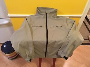 Like New Tilley Venture Trek Convertible Jacket/Vest. Size is XL