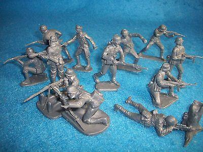 как выглядит Военная игрушка периода 1970 - настоящее время Classic Toy Soldiers (CTS) WWII GERMAN Infantry set of 12 54MM set #1 фото