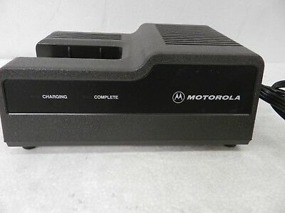 Motorola Ntn4633b Portable Radio Walkie Charger Mt1000 Ht600 Ht800 32b