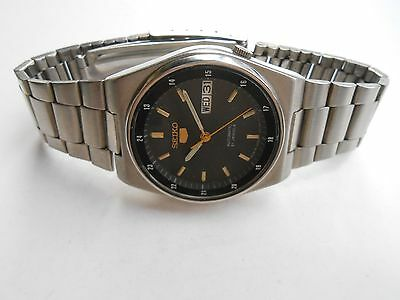 VINTAGE BLACK DIAL RAILWAY TIME MILITARY STYLE SEIKO 5 MENS AUTOMATIC WRISTWATCH