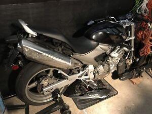Honda CB600 2006 pour pieces détachées ou au complet
