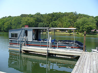 Sun Tracker 28 Ft Party Hut Pontoon Boat with Trailer
