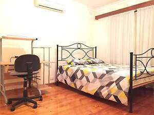 Nice and tidy rooms are available for students or young professio Flagstaff Hill Morphett Vale Area Preview
