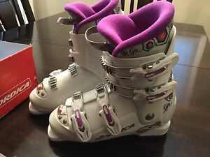 Nordica girls ski boots size 4.5- Amazing Condition!