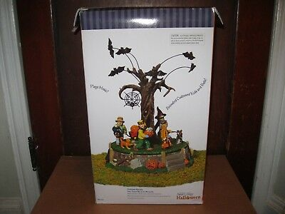 Village Halloween Parade (Dept 56 Snow Village Halloween Costume Parade Animated)