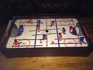 Table top hockey game