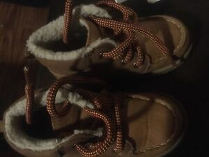 Toddler hiking boots size7