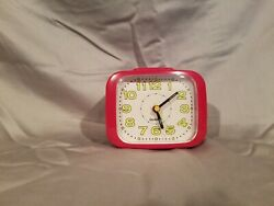 Quiet Non-ticking Silent Quartz Vintage Retro Old Fashion Analog Alarm Clock
