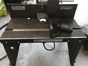 Craftsman router table with fence and bits