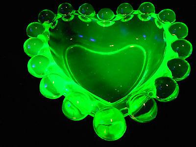 Green Vaseline glass candlewick pattern Heart jewelry dish uranium / ring holder