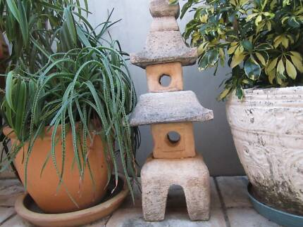 BALINESE STYLE CONCRETE CANDLE HOLDER STATUE