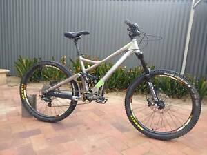 Medium Giant Reign x1 Enduro Downhill Mountain Bike