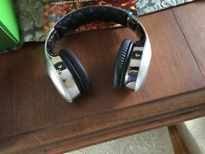 Mint condition pair of on ear Soul noise canceling headphones