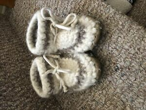 Padraigs- toddler slippers- good condition