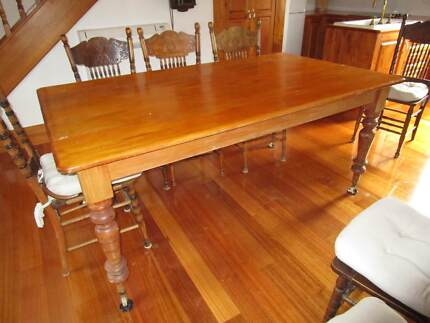 ANTIQUE 8 SEATER PINE TABLE