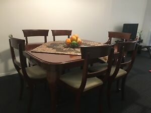 Dining tables + 6 chaires