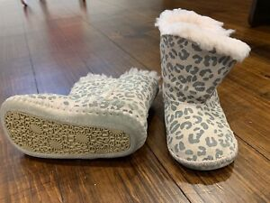 Infant Uggs Size 4/5