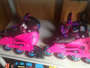 Monster high rollerblades