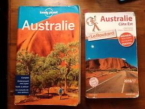 Two Australia guide books in French Coburg Moreland Area Preview