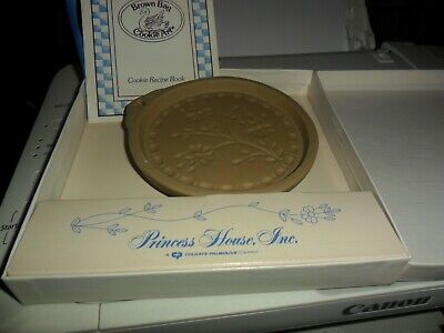 VINTAGE ROUND COOKIE MOLD 5 INCH WITH BROWN BAG RECIPE BOOKLET GUC ESTATE