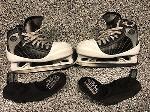 CCM 652 SuperTacks Youth Goalie Skate Size 2.0