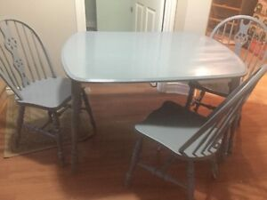 Free delivery. Solid wood dining table 3 chairs