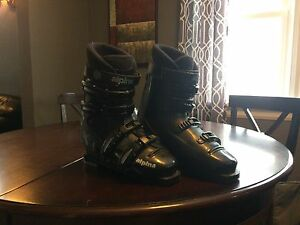 Size 9 men's ski boot