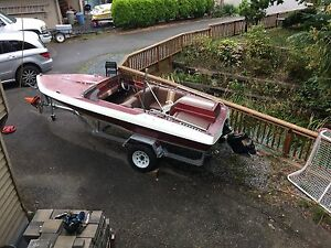 1976 Swiftsure ski boat