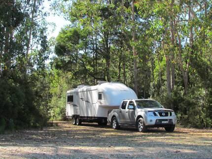 Travelhome 5th Wheeler Caravan & Nissan Navara tow vehicle