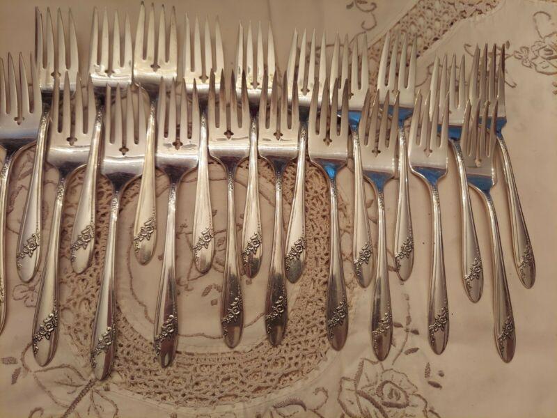 Oneida TUDOR silverplate QUEEN BESS Flatware 20 salad dessert forks Excellent