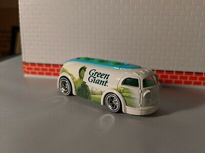 Hot Wheels Pop Culture Green Giant Haulin' Gas  1/64 real riders