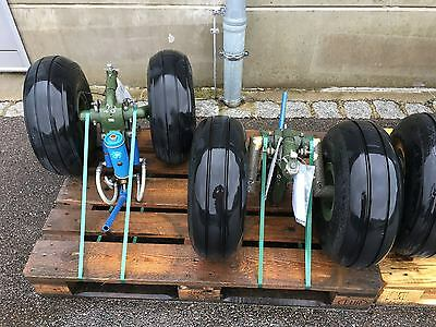 SELTEN: HUBSCHRAUBER BELL UH-1 D - 1 SATZ  RÄDERFAHRWERK - RÄDER - HUEY