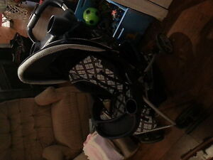 graco stroller.  really condition.. has lots of features