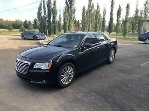 2011 Chrysler 300C AWD 5.7L hemi V8 fully loaded
