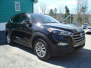 2016 Hyundai Tucson ONE OWNER - LUXURY - LEATHER - SUNROOF - ALL