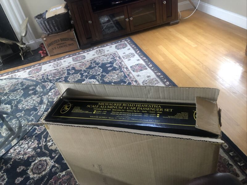 "Weaver Milwaukee Road Hiawatha Rib 20+"" Alum 5-Car Passenger Set O-Scale New Box"