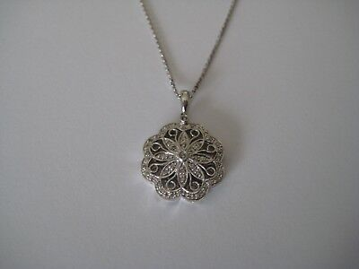 Stunning Diamond Filigree Floral Pendant/Necklace in 14k White Gold-18