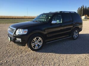 Mint 2010 Ford Explorer Limited. Remote start, heated leather