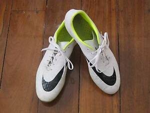 NIKE HYPERVENOM SOCCER BOOTS (REDUCED)