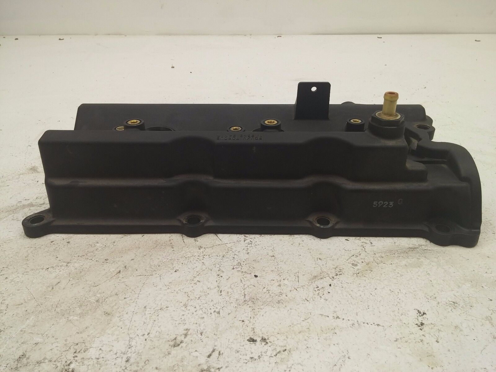 Used infiniti valve covers for sale 2006 infiniti g1935 coupe passenger side engine camshaft valve head cover oem vanachro Image collections