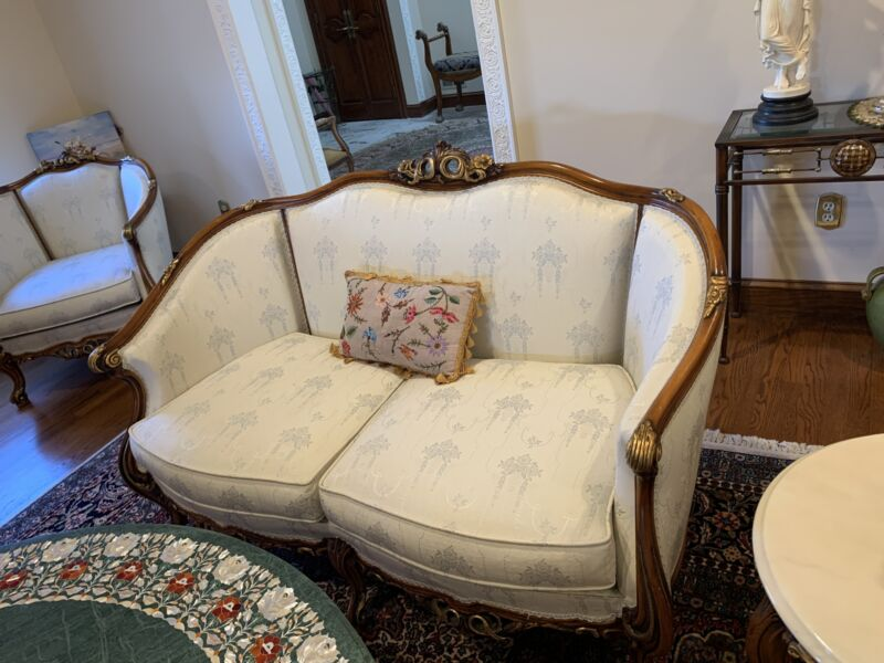 FRENCH LOUIS XVI STYLE ANTIQUE SOFA SETTEE WITH GOLD ACANTHUS SCROLL