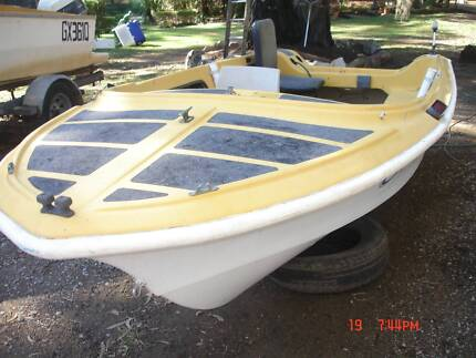 Fibre glass 4.1meter runabout Tingalpa Brisbane South East Preview