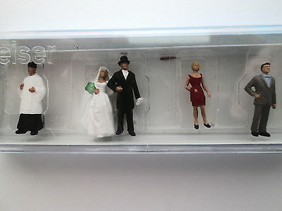 HO Model Figure Preiser 10058 Wedding Participants Catholic Package 6