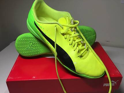 Futsal/Indoor Soccer Shoes - Puma US Size 8.5 in good condition