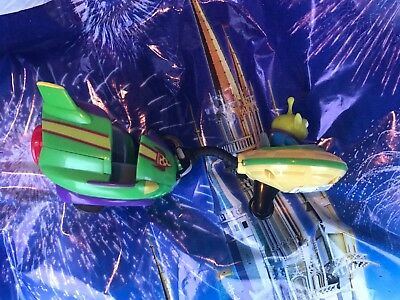 Green Ride (Disney World Toy Story Land Alien Swirling Saucers Ride Pull Toy Yellow)
