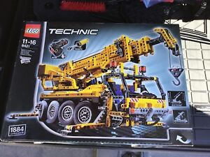 LEGO Technic 8421 Mobile Crane