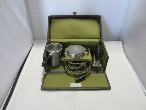 GREAT SALESMAN SAMPLE ELECTRIC APPLIANCES IN ORIGINAL CARING CASE & ELECTRICAL