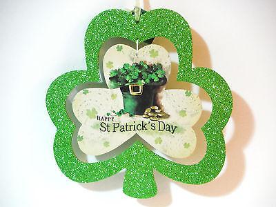 ST PATRICKS DAY SHAMROCK WALL HANGER W/ CENTER PIECE HAT AND CLOVERS](St Patricks Day Centerpieces)